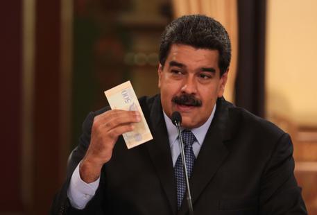 Venezuela, il presidente Maduro moltiplica per 34 il salario minimo