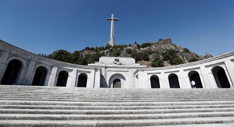 Spagna, decreto governo fa rimuovere resti Francisco Franco