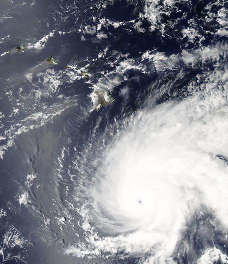 Hawaii, allerta uragano Lane. Stato di emergenza: