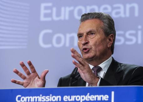 Il duro attacco di Oettinger: