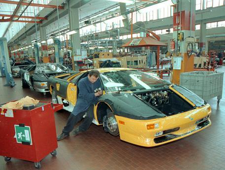 Istat: economia Italia decelera ancora. Spread torna a salire