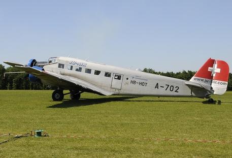 Disastro aereo sulle Alpi tra Italia e Svizzera: si temono 20 morti