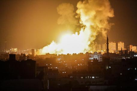 Israele bombarda Gaza dopo i razzi lanciati da Hamas su Sderot