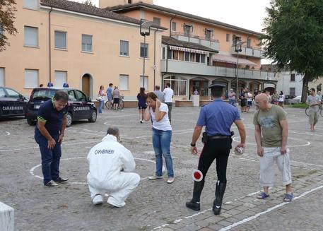 Mantova,donna accoltella passanti: un morto e tre feriti