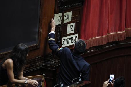 Assistente parlamentare della Camera cambia la data dell'orologio dell'aula © ANSA
