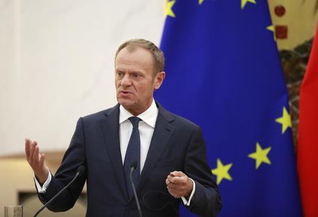 Migranti: Tusk, crisi irrisolvibile se alcuni la usano