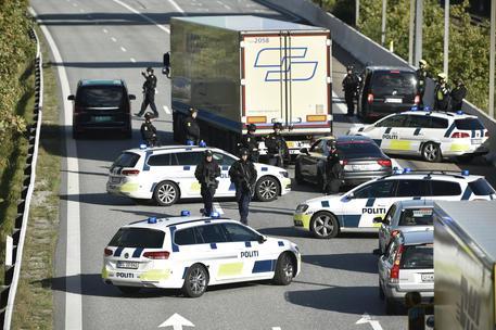 Polizia in azione in Danimarca, chiusa l'isola di Copenaghen