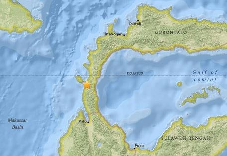 Terremoto e tsunami in Indonesia: almeno 384 morti, decine i dispersi