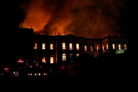 Rogo museo Brasile, 200 anni in fumo