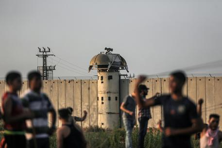 Raid israliani su Gaza: ucciso un palestinese
