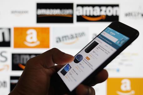 Amazon alza salario minimo dipendenti a 15 dlr l'ora