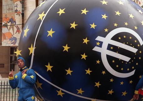 Auguri euro: la moneta unica compie 20 anni