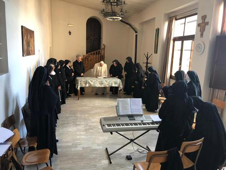 Pope visits cloistered nuns at Spello © ANSA