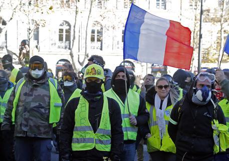 Parigi: Gilet gialli, decimo sabato di manifestazioni in tutto il paese