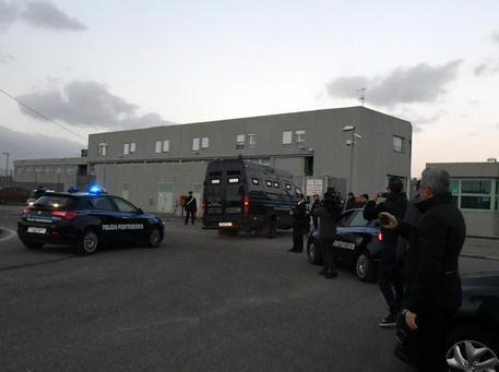 ++ Battisti arrivato nel carcere di Oristano ++ © ANSA