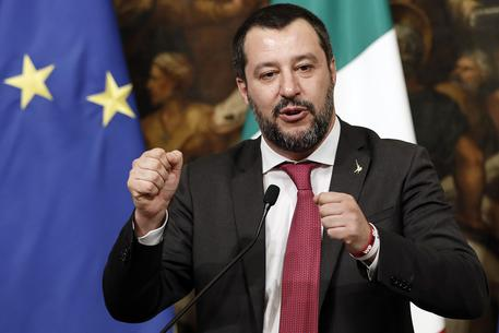 Sulla scrivania di Salvini l'elenco di trenta terroristi latitanti