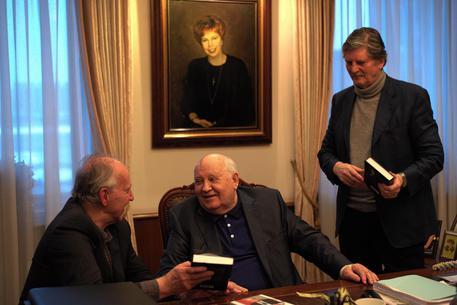 """Risultati immagini per """"Herzog incontra Gorbaciov"""