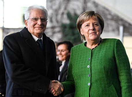 Il bilancio della visita di Mattarella a Berlino (e Merkel elogia Conte)