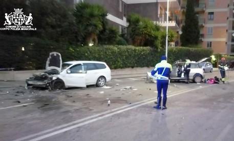 Scontro tra auto a Cagliari, 4 feriti