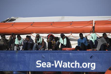 La Sea Watch isolata: divieto di navigazione intorno alla nave$