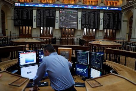 Borsa europea apre in calo