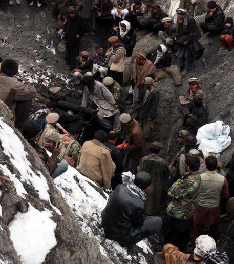 Crollo in una miniera d'oro, almeno 30 morti