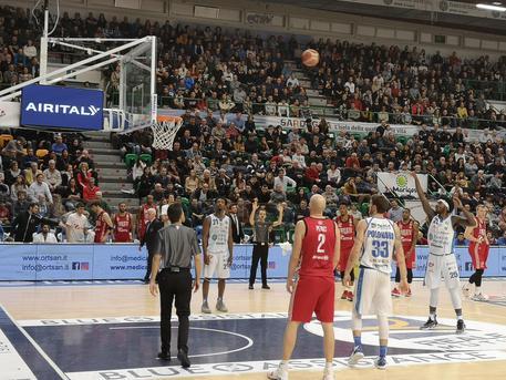 Basket: Dinamo batte Reggio Emilia 82-71