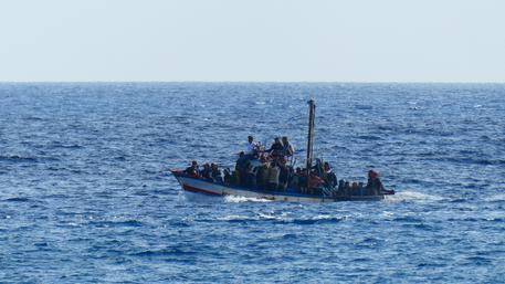 Migranti:naufragio,7 cadaveri recuperati - Ultima Ora