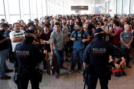 Cariche polizia ad aeroporto Barcellona