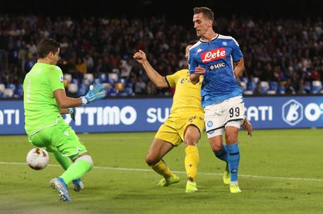 Il primo gol di Milik al Verona © ANSA