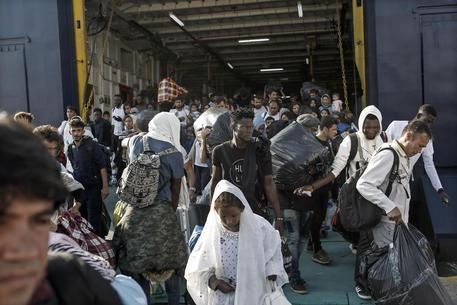 41 migranti in un camion-frigo, arrestato l'autista