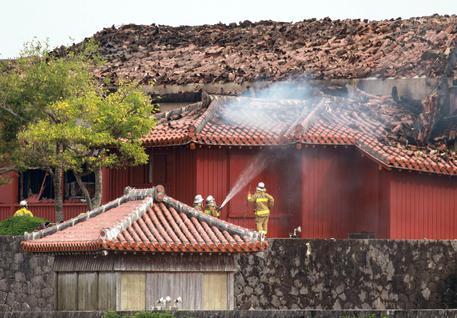 Castello di Shuri alle fiamme