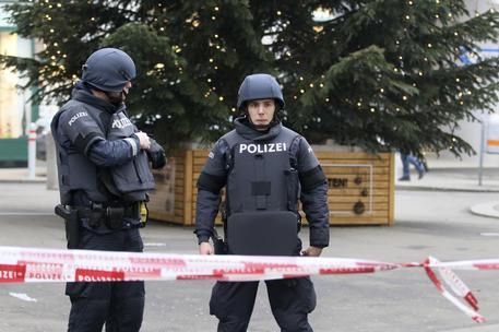 Austria: cinque persone uccise nella notte nella stazione sciistica di Kitzbuhel