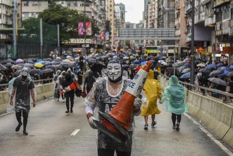 Apple elimina dallo store l'app utilizzata dai manifestanti di Hong Kong