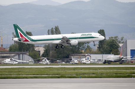 Alitalia, Lufthansa si propone come partner commerciale