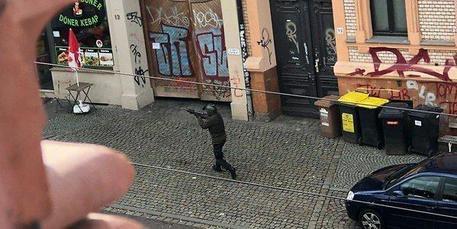 Germania: attacco ad Halle, due morti. Estrema destra: killer un santo