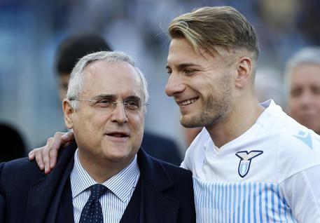 Juventus, lavoro di scarico: fisioterapia per Alex Sandro