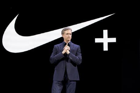 Nike rompe con Bezos, stop vendita prodotti su Amazon