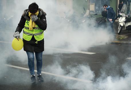 Oltre cento arresti a Parigi nelle manifestazioni dei gilet gialli