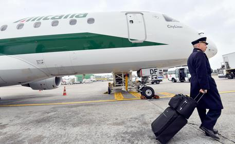 Alitalia, situazione in stallo. Fs conferma impegno ma attende