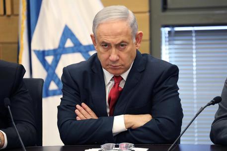 Israele, il premier Netanyahu incriminato per corruzione e abuso d'ufficio