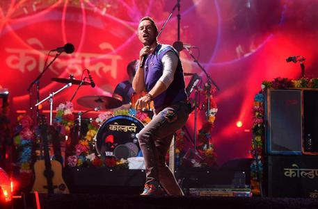 I Coldplay annunciano su YouTube un concerto in diretta streaming in Giordania