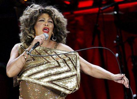 Gli 80 anni di Tina Turner, una regina del rock