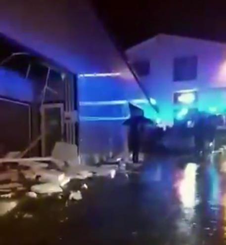 Tromba d'aria nel Potentino, 8 persone ferite: una è grave