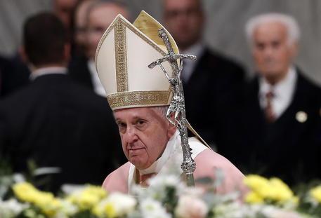 Papa Francesco, la svolta contro i preti pedofili: abolito il segreto pontificio