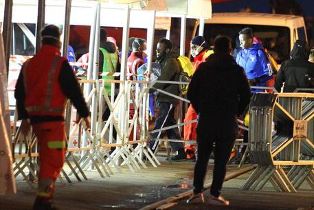 Migranti, la Ocean Viking salva 39 persone in fuga dalla Libia