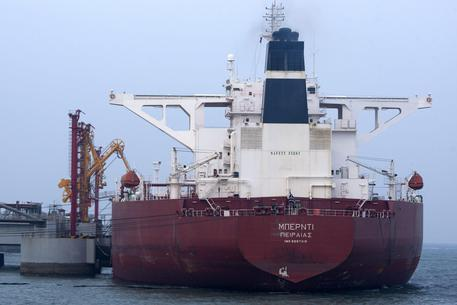 Camerun, attacco a una petroliera, rapiti 8 marinai