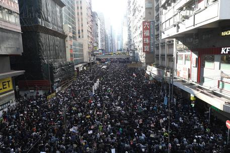 Hong Kong, gigantesca manifestazione segna 6 mesi proteste pro-democrazia