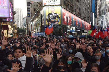 Hong Kong: in migliaia per la democrazia
