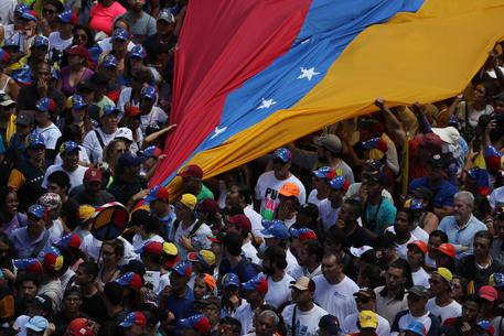 Opposition marches in Caracas against the government of Nicolas Maduro © EPA